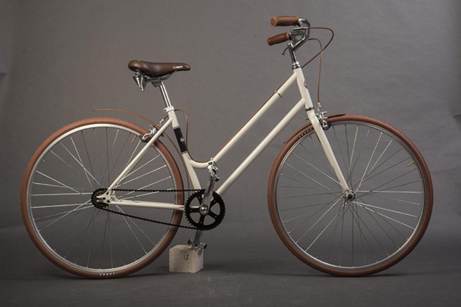 Bici urban con parafanghi legno